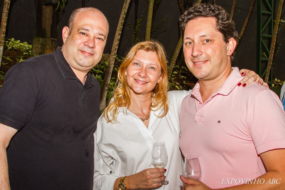Almir, editor do Vinho dos Anjos e o casal Marcelo e Rosana, idealizadores do evento
